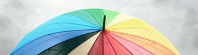 Świeci słońce, będzie mokro. Bierzecie parasol?