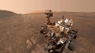 Marsjańska glina i chmury. Nowe obserwacje łazika Curiosity