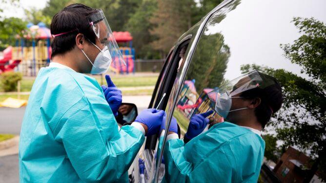 Ponad 96 tysięcy nowych przypadków koronawirusa SARS-CoV-2. Sprawdź statystyki