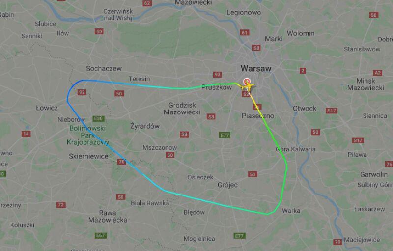 Samolot zawrócił do Warszawy (flightradar24)