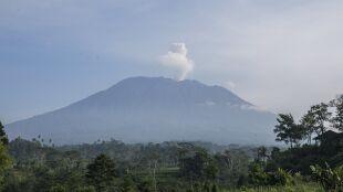 Wulkan na Bali wciąż aktywny i groźny