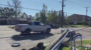Zalania i zniszczone linie energetyczne w Luizjanie po przejściu huraganu Delta